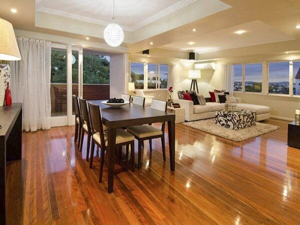 Floorboard Polishing: DIY or Hire an Expert?
